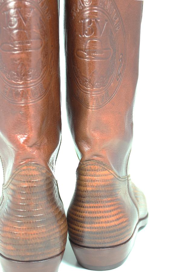 Kavbojski škornji usnje in martinček od zadaj